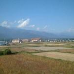 稲刈りが終わった田園風景